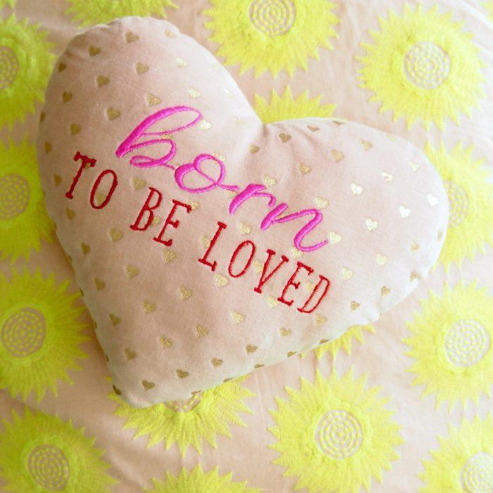 Kissen Goldheart Loved rosé 1