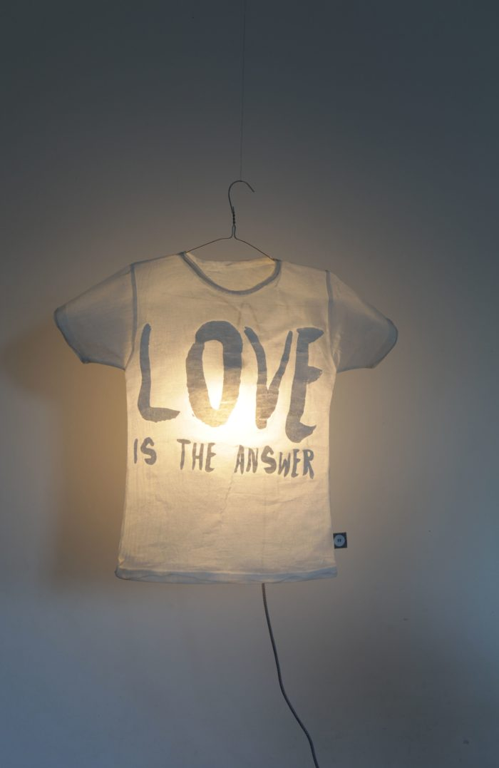 """T-Shirt Lampe """"Love is the Answer"""" 2"""