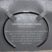 """Mantra Edelstahl Armreif Grösse S versilbert """"Man muss das Leben tanzen"""" 2"""