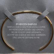 "Mantra Edelstahl Armreif Grösse S vergoldet ""Im Herzen Barfuss"" 2"